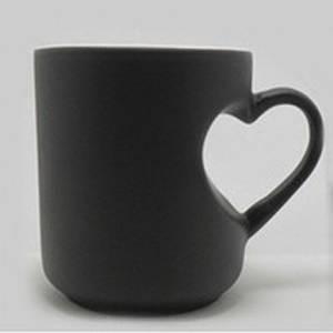 Кружка хамелеон в виде сердца черная