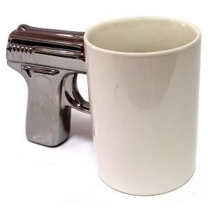 Кружка пистолет белая с серебристой ручкой