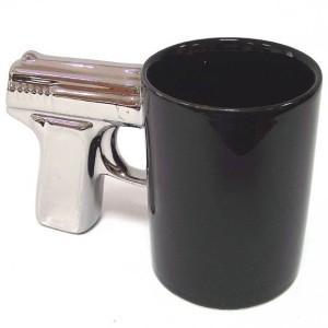"""Кружка """"Пистолет"""" черная с серебристой ручкой"""
