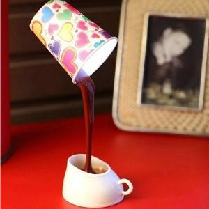 Светильник вытекающий кофе